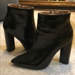Black ankle patent leather booties